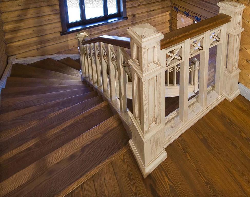 Деревянная лестница из ясеня.
