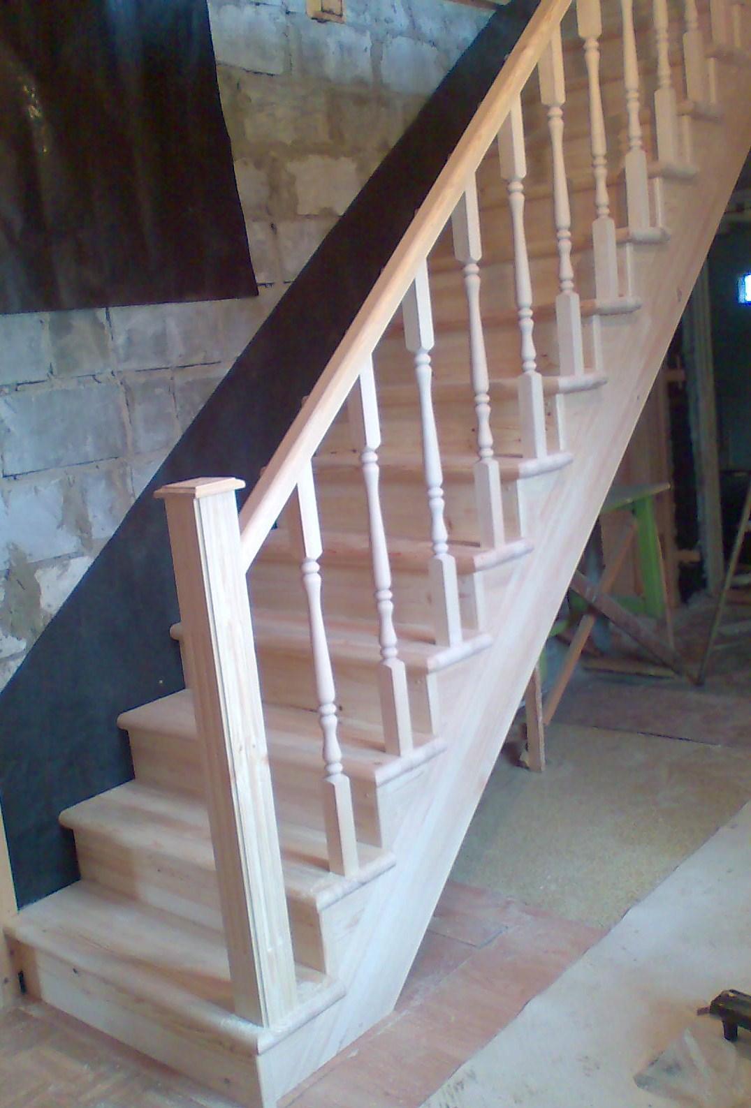 Деревянная лестница из сосны без отделки