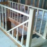 Деревянная лестница из сосны с перилами