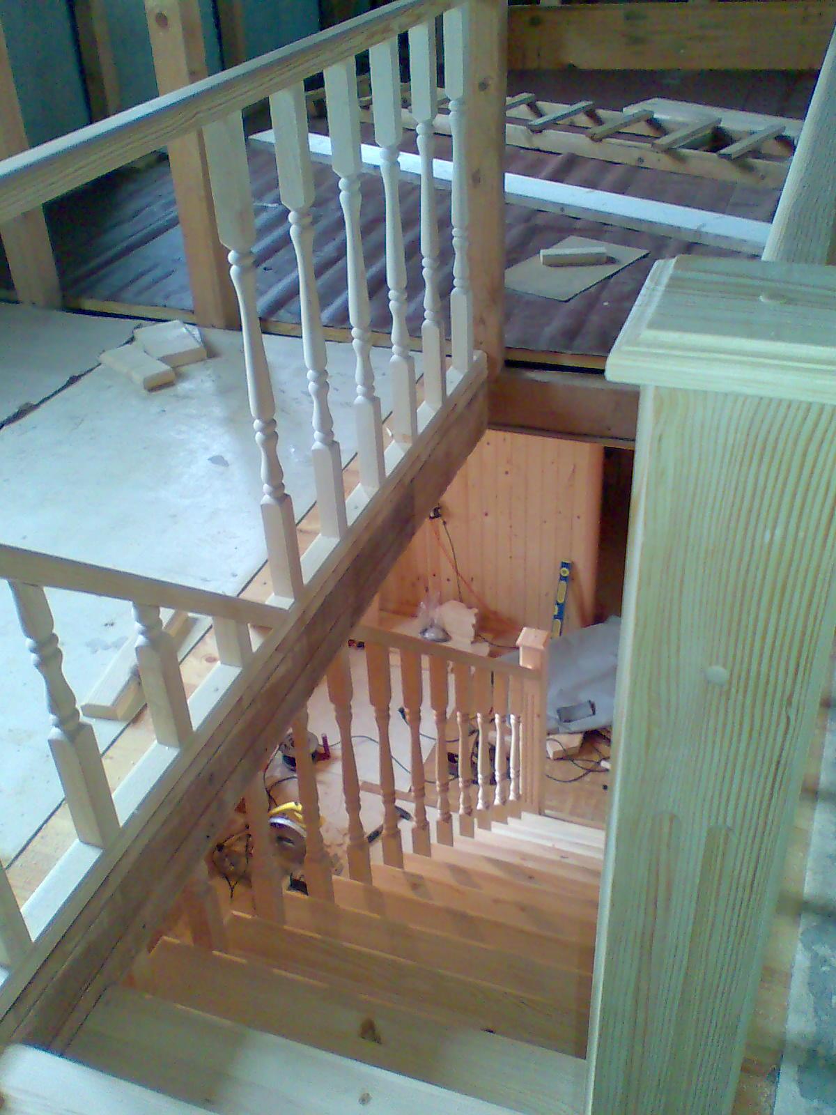 Деревянная лестница из сосны.