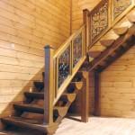 Деревянная лестница из сосны с элементами ковки