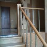 Лестница из ясеня с металлическими балясинами
