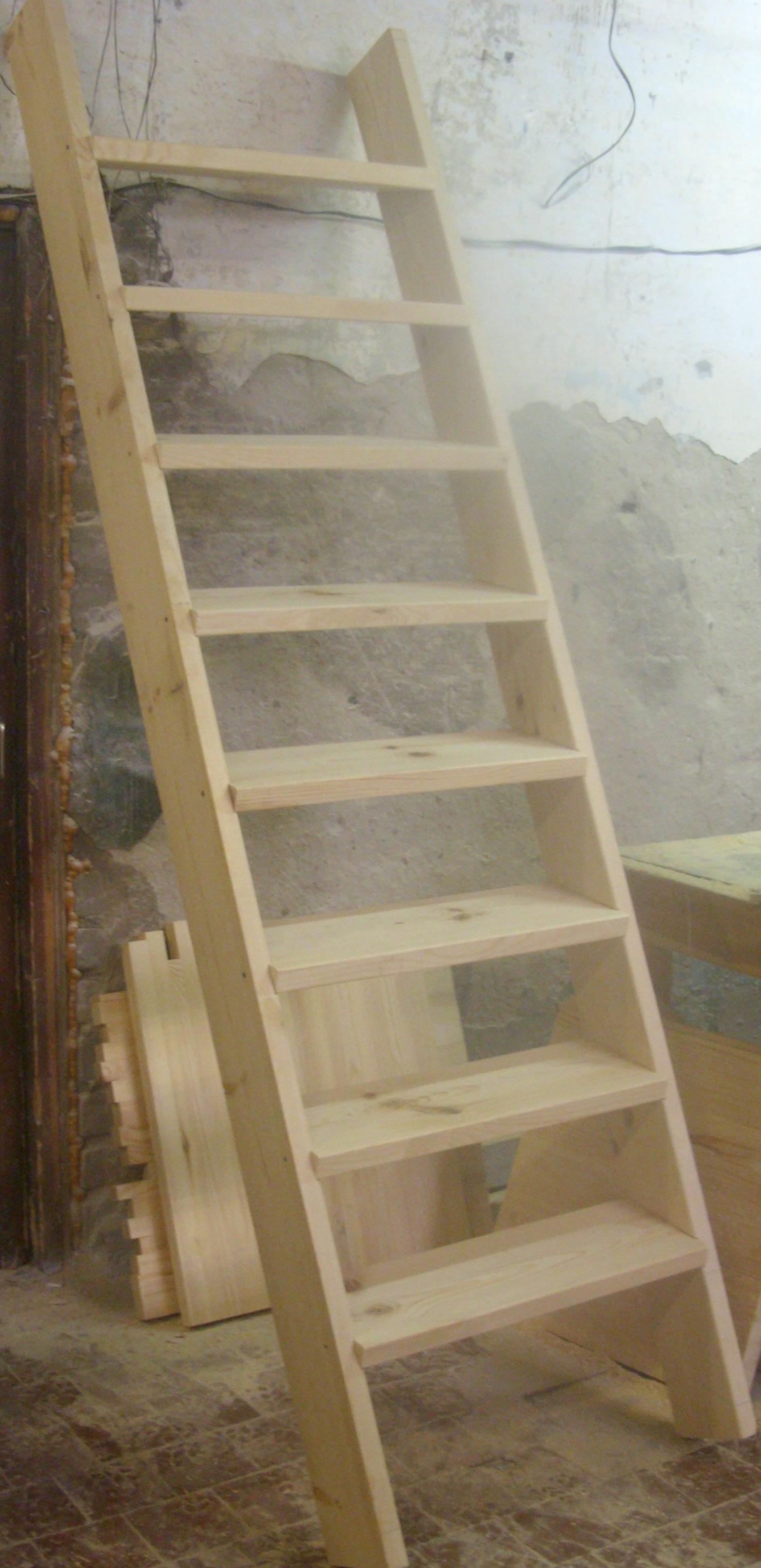 Деревянная лестница из сосны