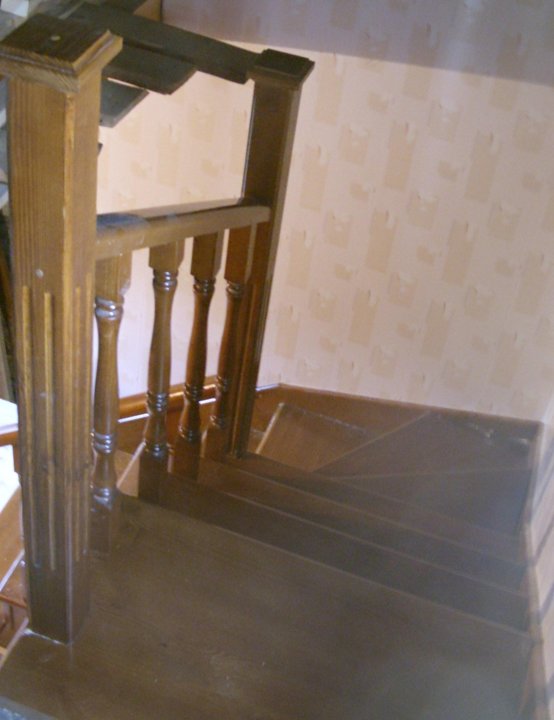 Деревянная лестница из сосны с забежными ступенями