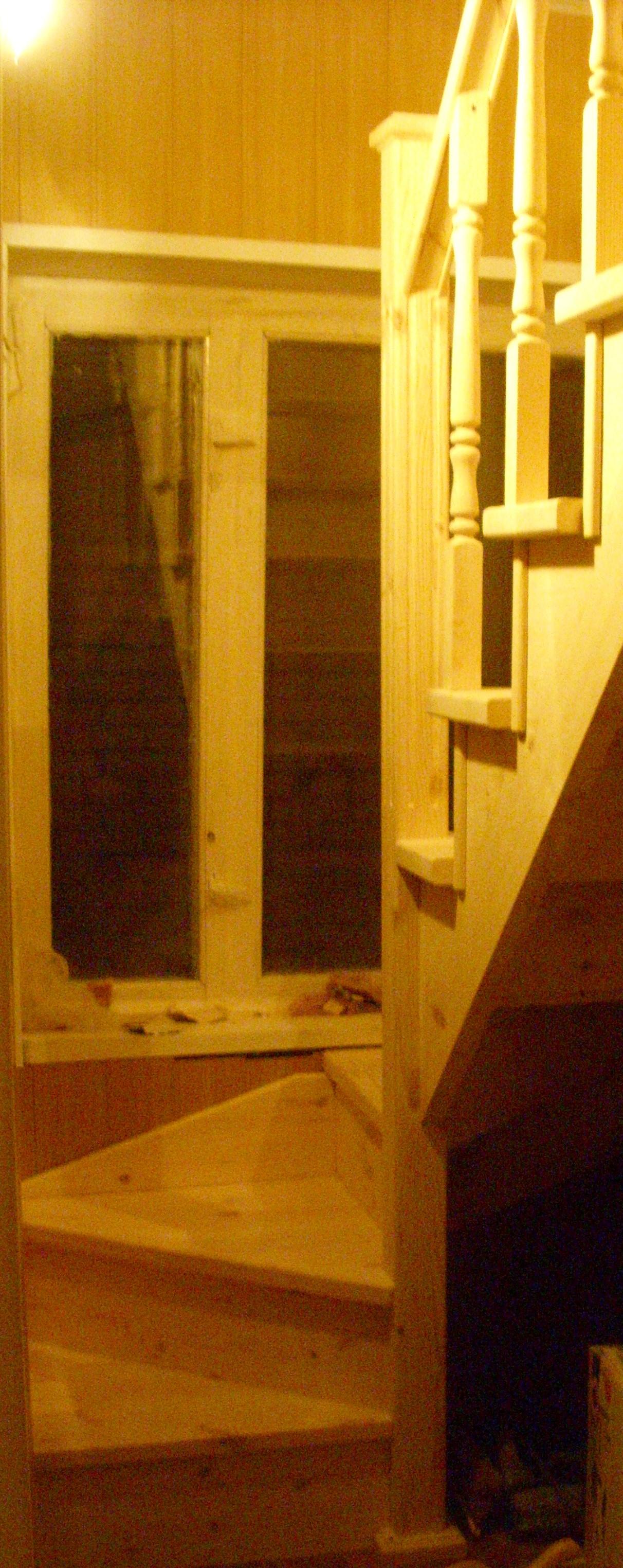 Проектировка деревянной лестницы у окна