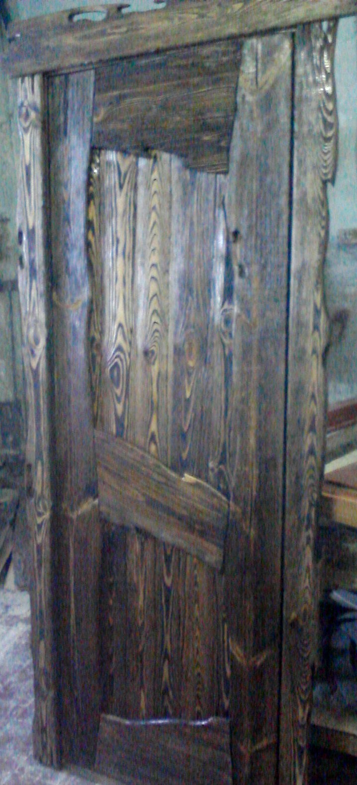 Дверной блок из брашированного дерева