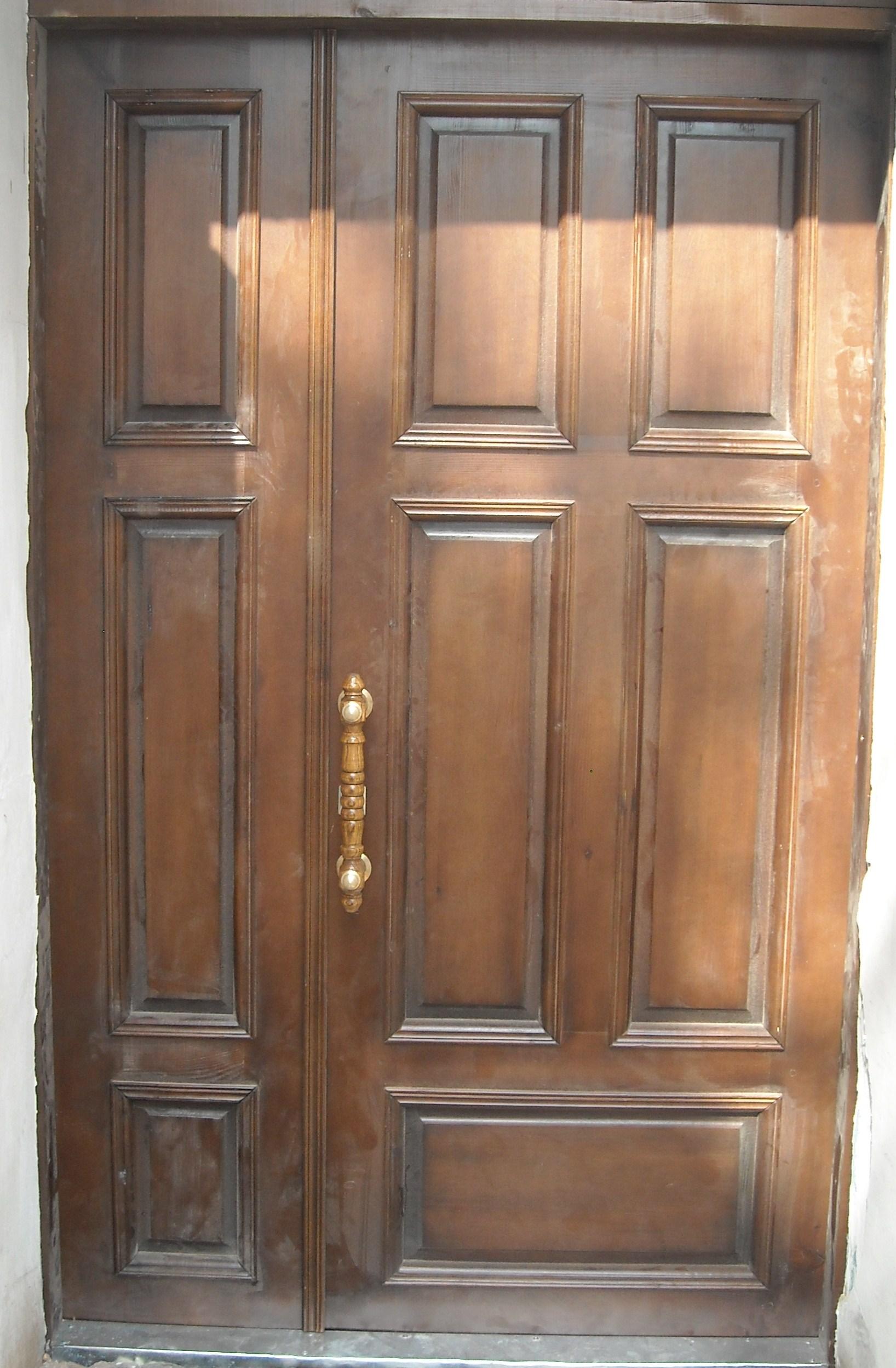 Деревянный дверной блок из сосны с раскладками