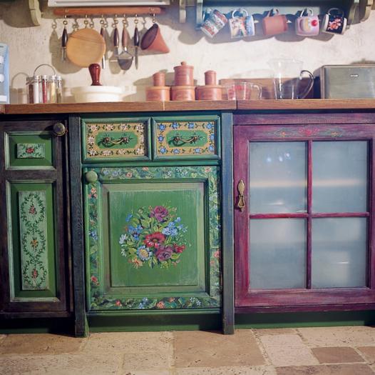 Элемент интерьера кухни из дерева