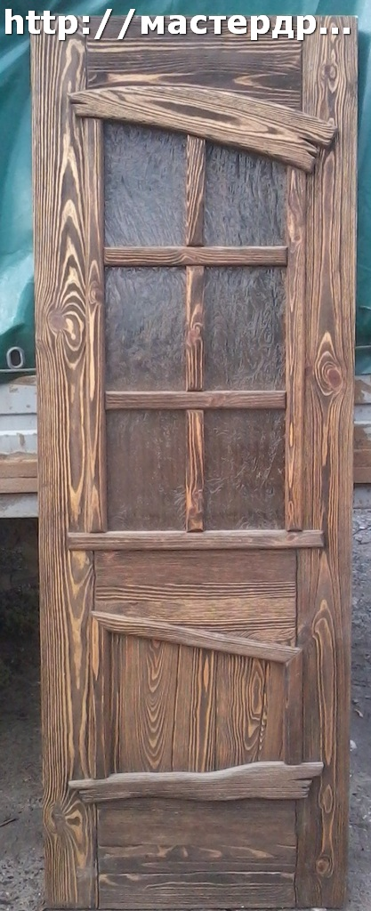 Дверь деревянная. Состаренная.