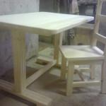 Стол и стул из натурального дерева