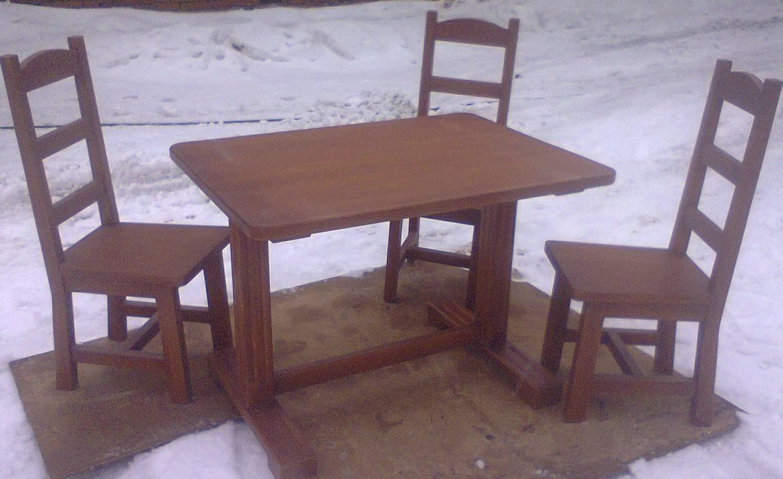 Мебельный гарнитур из стола и стульев