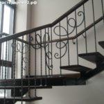 Лестница из ясеня на металлокаркасе